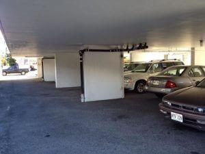 一階部分は駐車場のピロティ方式