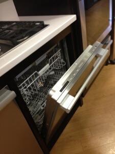 60センチの食洗機。日本では45センチもありますがこちらでは売っていません。笑