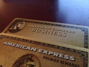 上が日本の法人カード、下が今回初めてきた米国のプロパークレジットカードです!