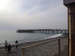 今ではとんでもない事になっている黒海湾岸部。五輪中は平和な雰囲気だったのにー。