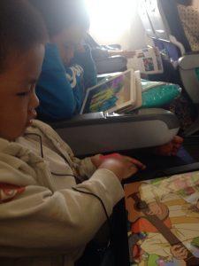 各自専用iPadで11時間の平穏タイムを確保w