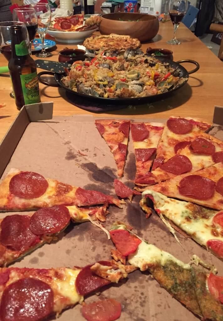ハワイで大家:クリスマスパーティ@我が家 ホールフーズのピザは美味しいですね。