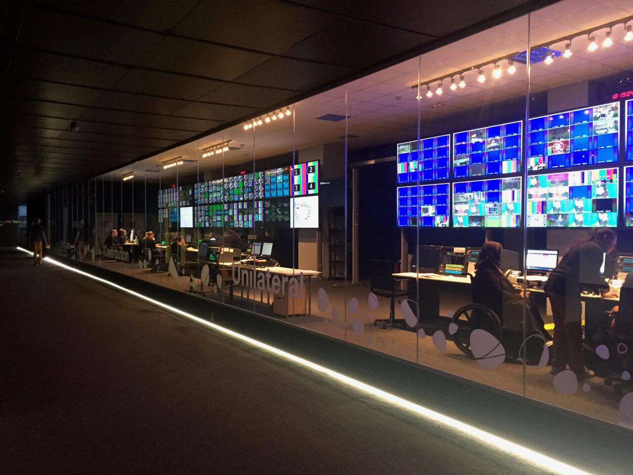 ハワイで大家:リオ五輪 国際放送センターのコントロールセンター