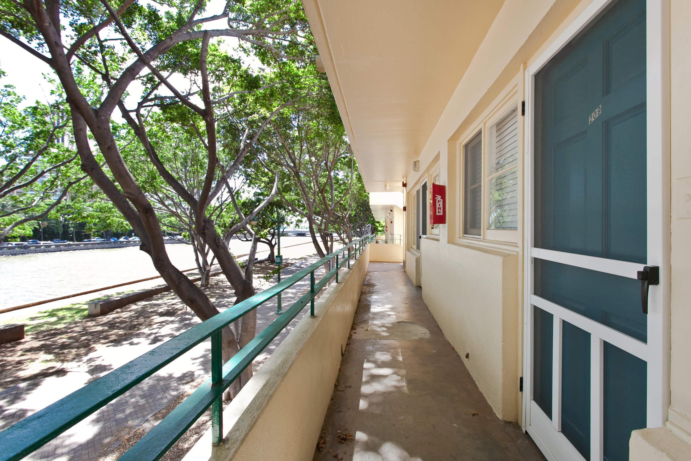 ハワイで大家:Commodore Waikiki