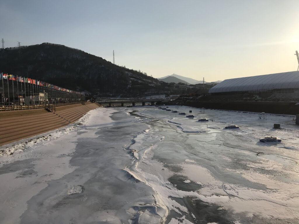 ハワイで大家:平昌五輪 川が余裕で凍っていますw