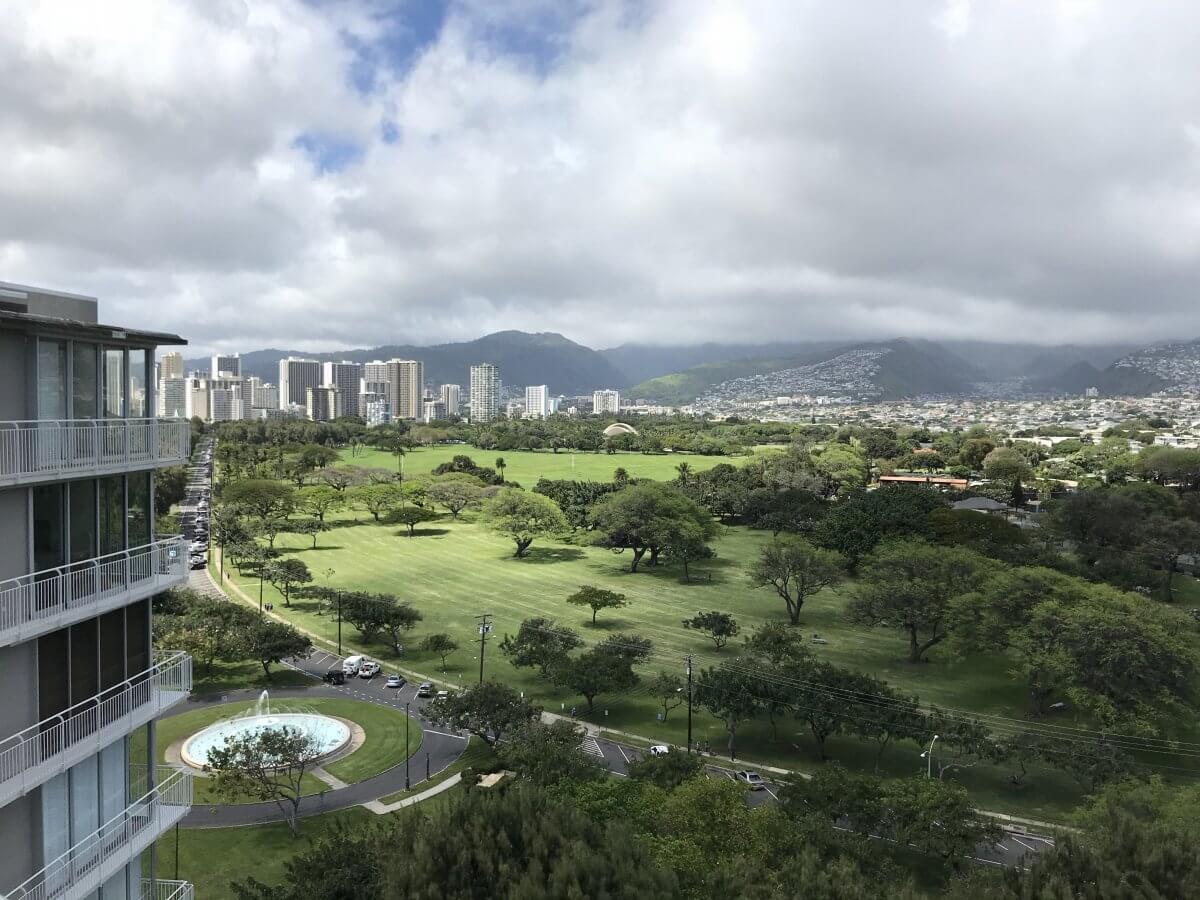 ハワイで大家:ゴールドコーストのこの景色は初めてかも。@Diamond Head Apts